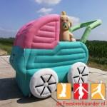 Opblaasbare baby 3meter in kinderwagen